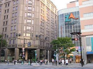 松菱「跡」とはいえ、結構綺麗な建物なのが逆に印象に残ります