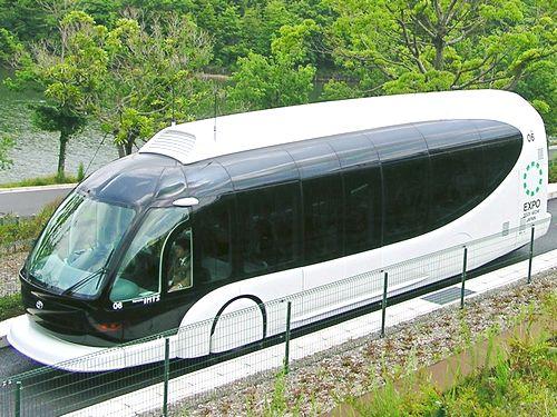 未来型バス